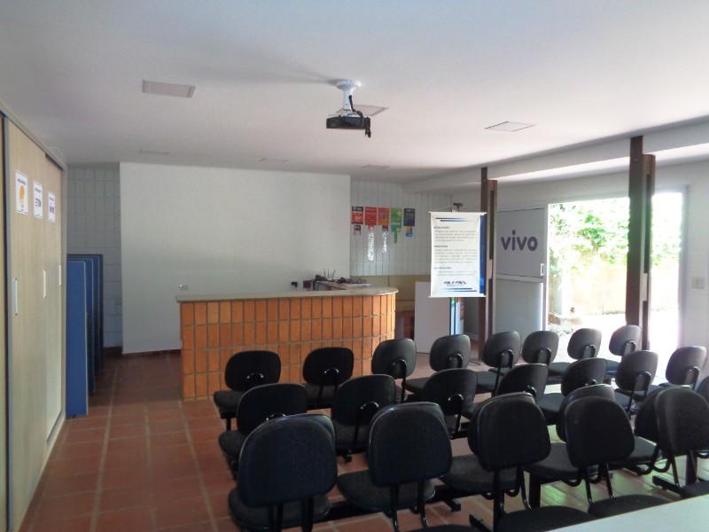 Comerciais-RUA GOVERNADOR PEDRO DE TOLEDO-foto142000